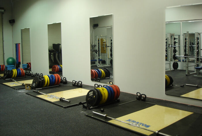 PERSPEX® MIRROR SHEET 600MM X 1200MM X 3MM EXCELLENT REFLECTION IDEAL FOR GYM'S